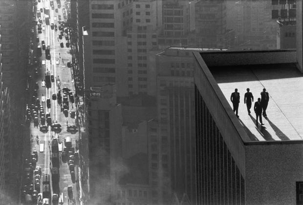 men-on-a-rooftop René Burri