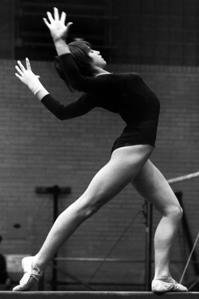 Nadia_Comaneci_1977.jpg