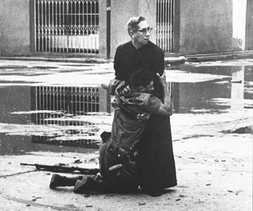 The-priest-and-the-dying-soldier-1962-small.jpg