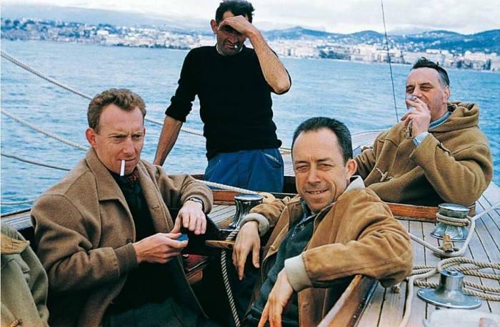 Albert Camus en compagnie de René Lehmann- Émile Léon et Michel Gallimard- à Cannes en 1950..jpg