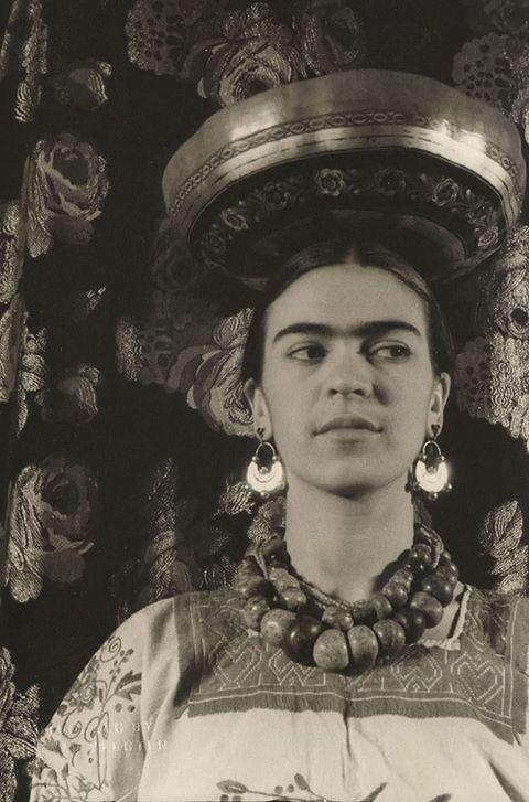 Frida Kahlo by Carl van Vechten- 1933.jpg